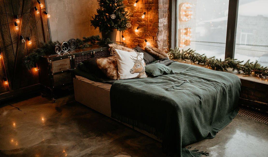 queen size bed in room