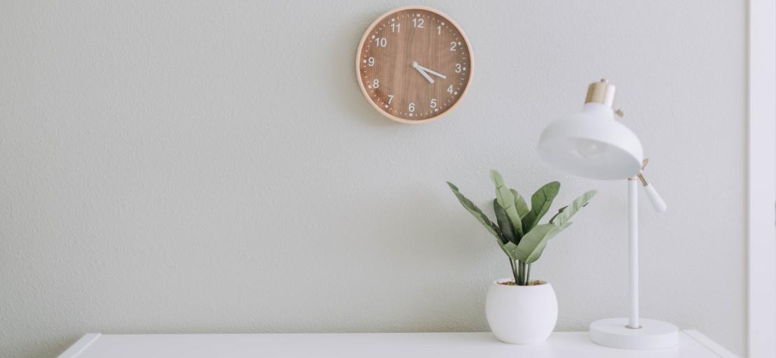 clean, clutter-free bedroom
