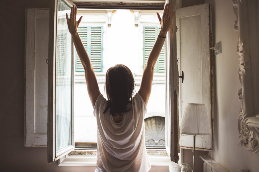 The way that you wake up in the morning can have an impact on your energy throughout the day.
